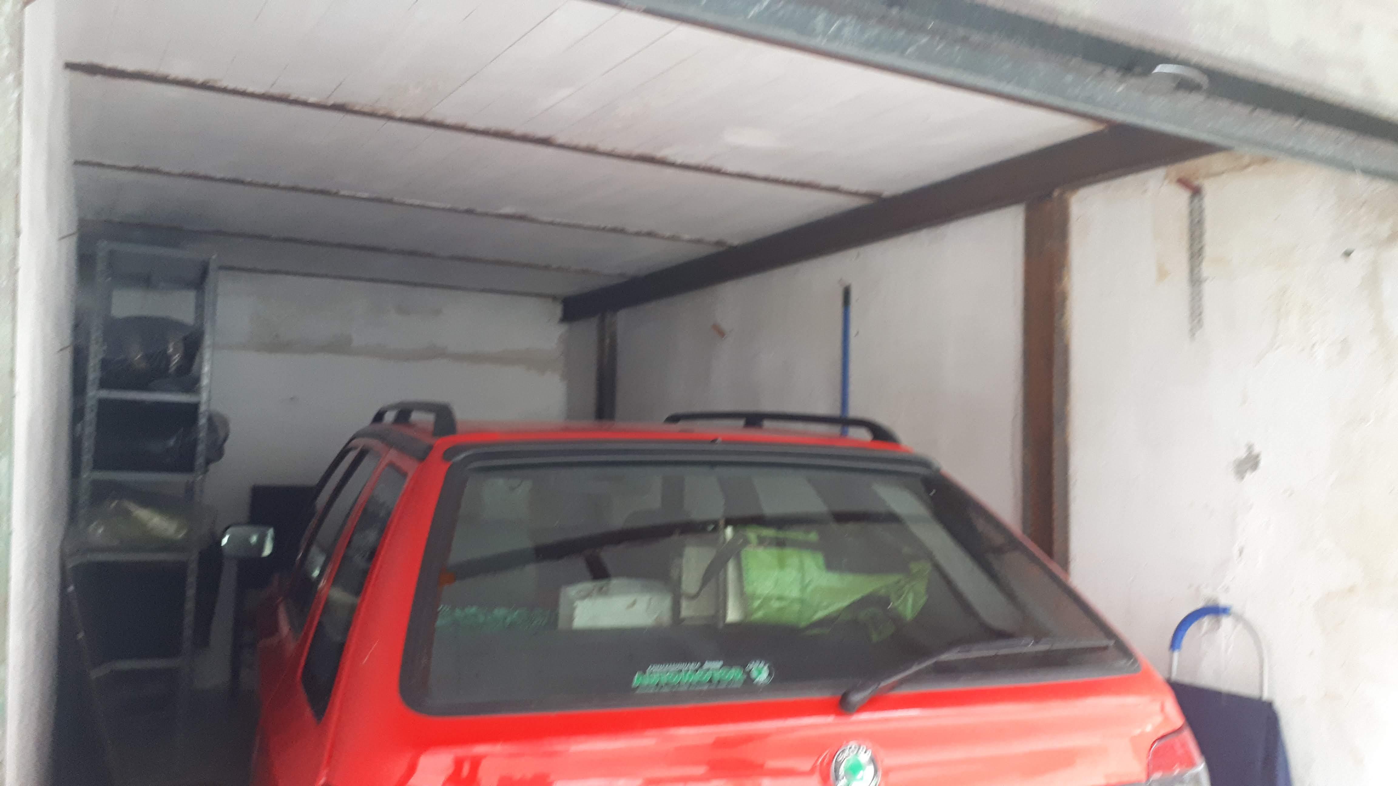VENDESI BOX AUTO IN VIA F.ARNALDI ,PIANURA,NAPOLI CODICE VB-4